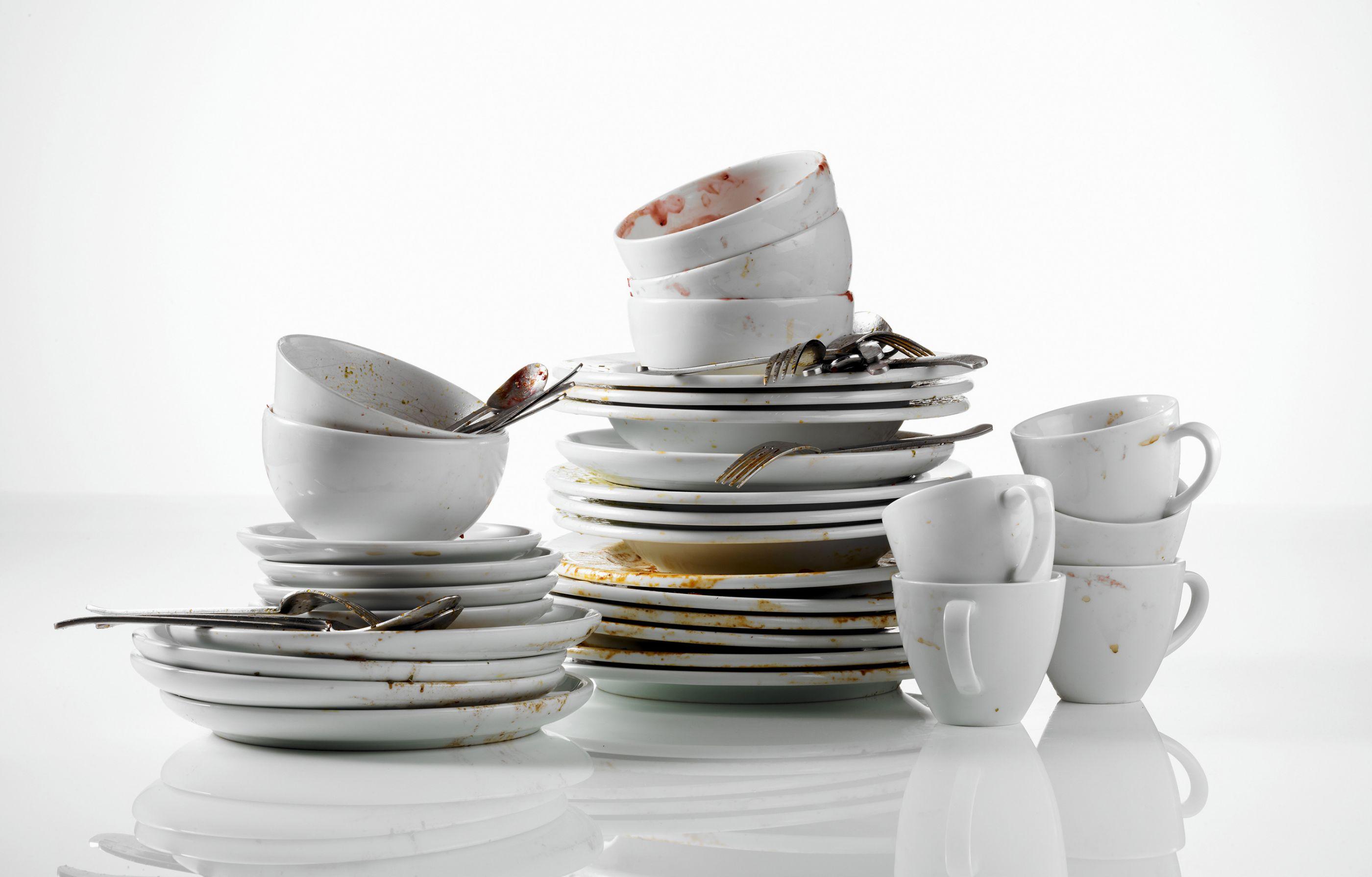 картинка гора посуды рено