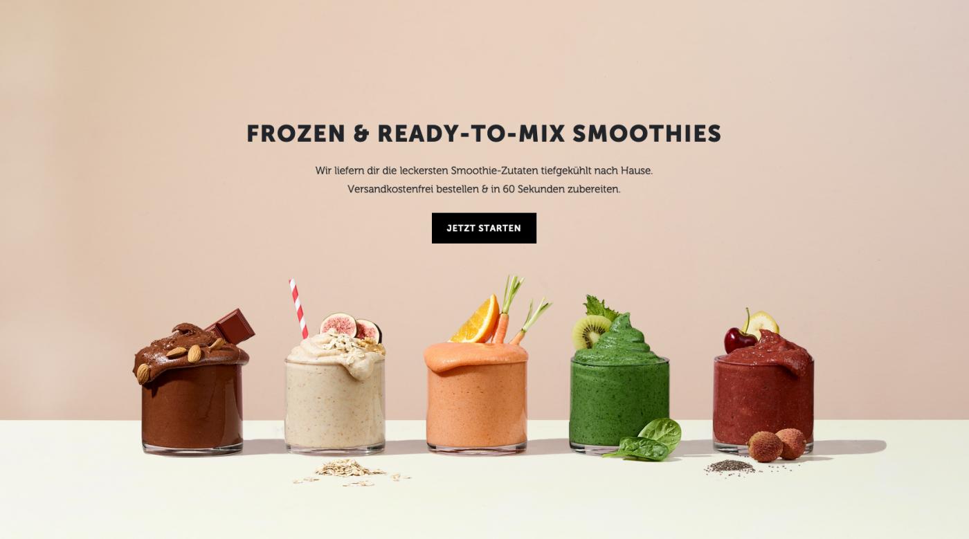 Frozendose Smoothies auf der Startseite der website. Fünf leckere gesunde Smoothies stehen nebeneinander